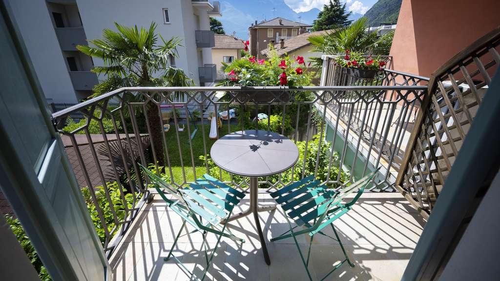 Villa-Bellaria-Bed-and-Breakfast-Riva-del-Garda-apartment-terrace-1-DSC0667
