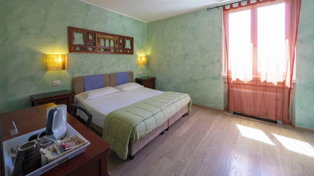 Villa-Bellaria-Bed-and-Breakfast-Riva-del-Garda-double-room-3-DSC0698
