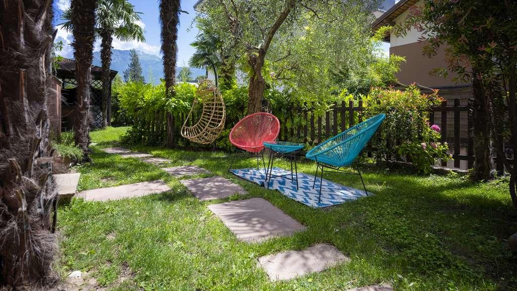 Villa-Bellaria-Bed-and-Breakfast-Riva-del-Garda-garden-breakfast-1-DSC0744