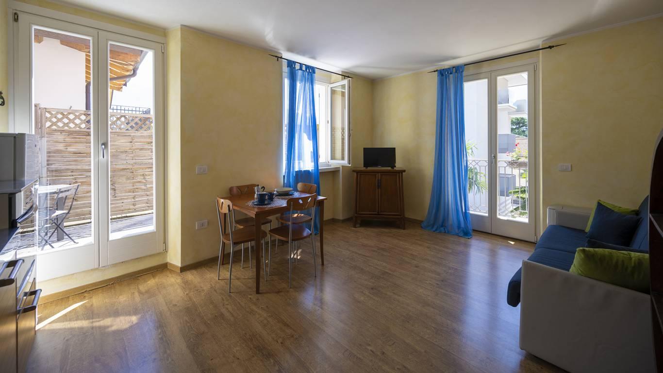 Villa-Bellaria-Bed-and-Breakfast-Riva-del-Garda-apartment-1-DSC0640