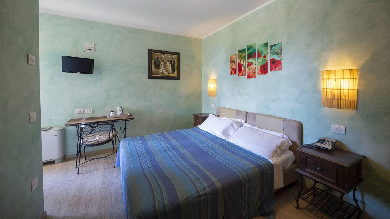 Villa-Bellaria-Bed-and-Breakfast-Riva-del-Garda-Doppelzimmer-1-DSC0734