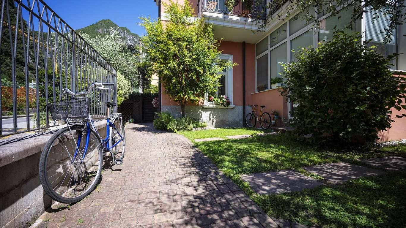 Villa-Bellaria-Bed-and-Breakfast-Riva-del-Garda-garden-DSC0977