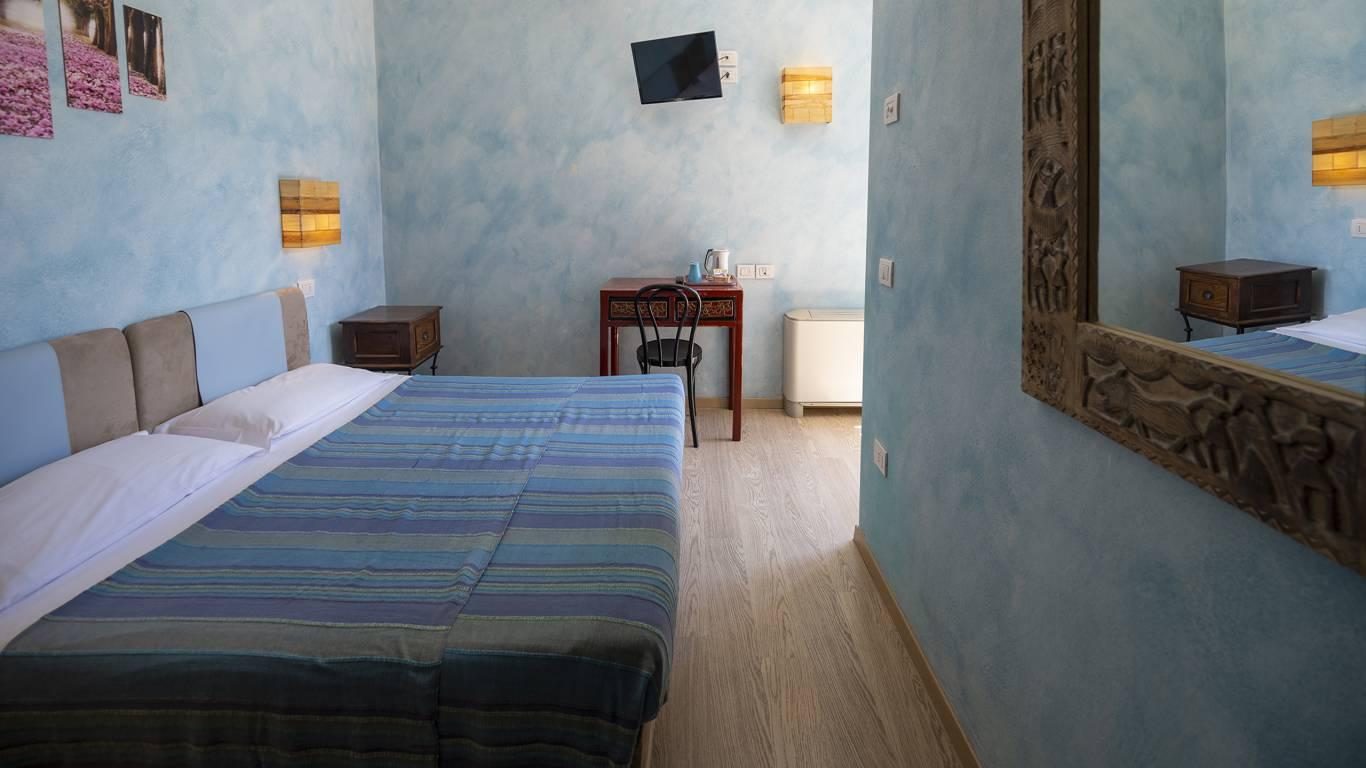 Villa-Bellaria-Bed-and-Breakfast-Riva-del-Garda-double-room-2-DSC0723