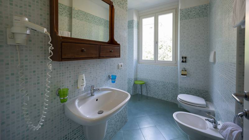 Villa-Bellaria-Bed-and-Breakfast-Riva-del-Garda-apatment-bathroom-1-DSC0668